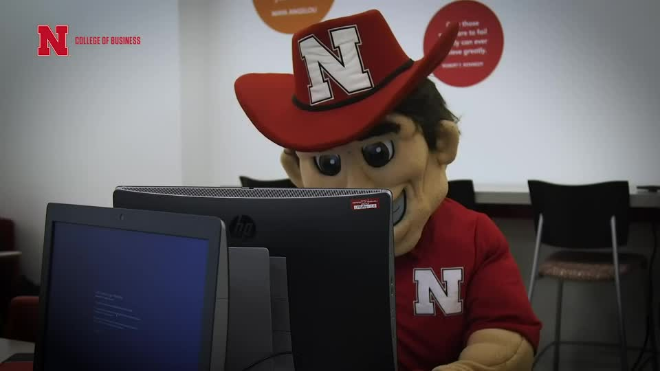 Dean Farrell and Herbie Husker Gear Up for Finals Week - Teaching & Learning Center