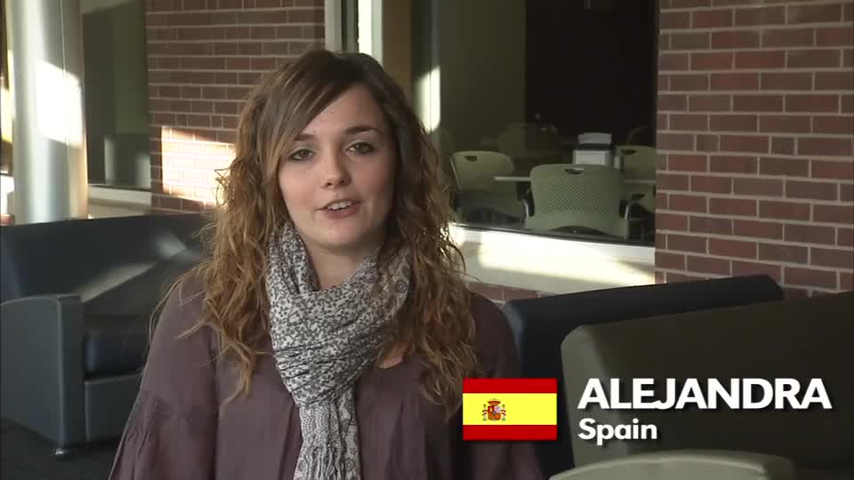 University Housing welcome video in Spanish